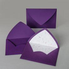 Лилав плик с обла разгъвка и вложка. Матова лилава хартия + бяла хартия с цветен печат.