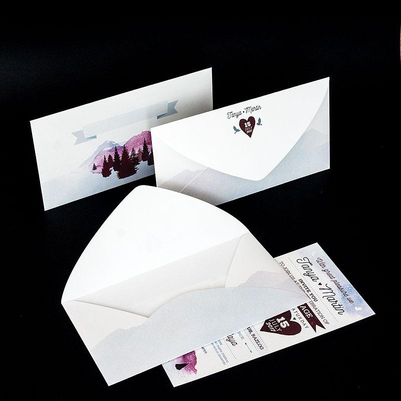 Пликове с печат на лицето и гърба и обла разгъвка. Бяла италианска релефна хартия 120 г, двустранен цветен печат.
