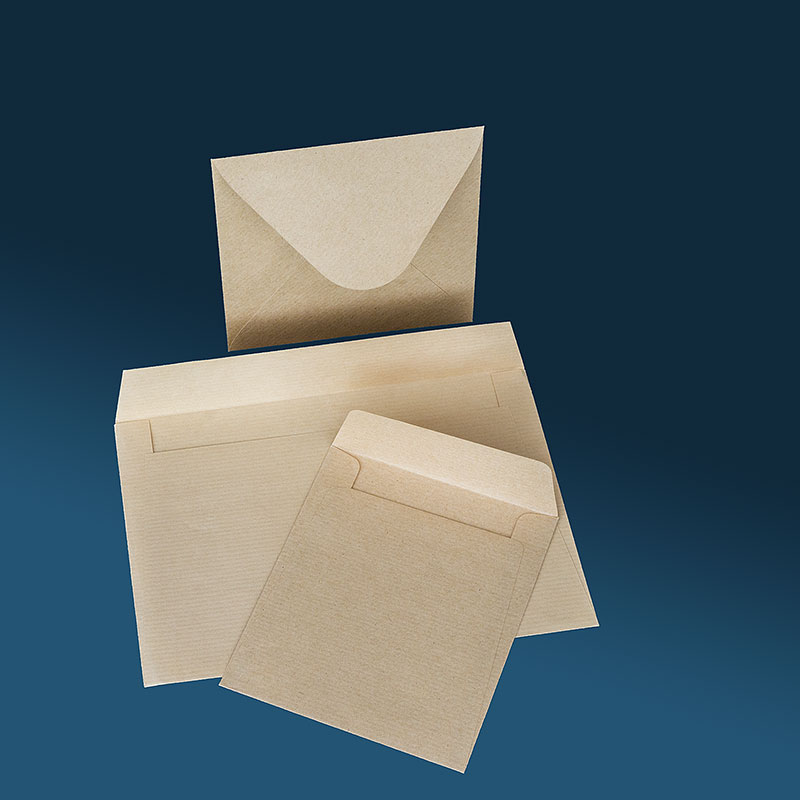 Винтидж / рустик плик с триъгълен капак. Крафт хартия с рипс, 120 грама.