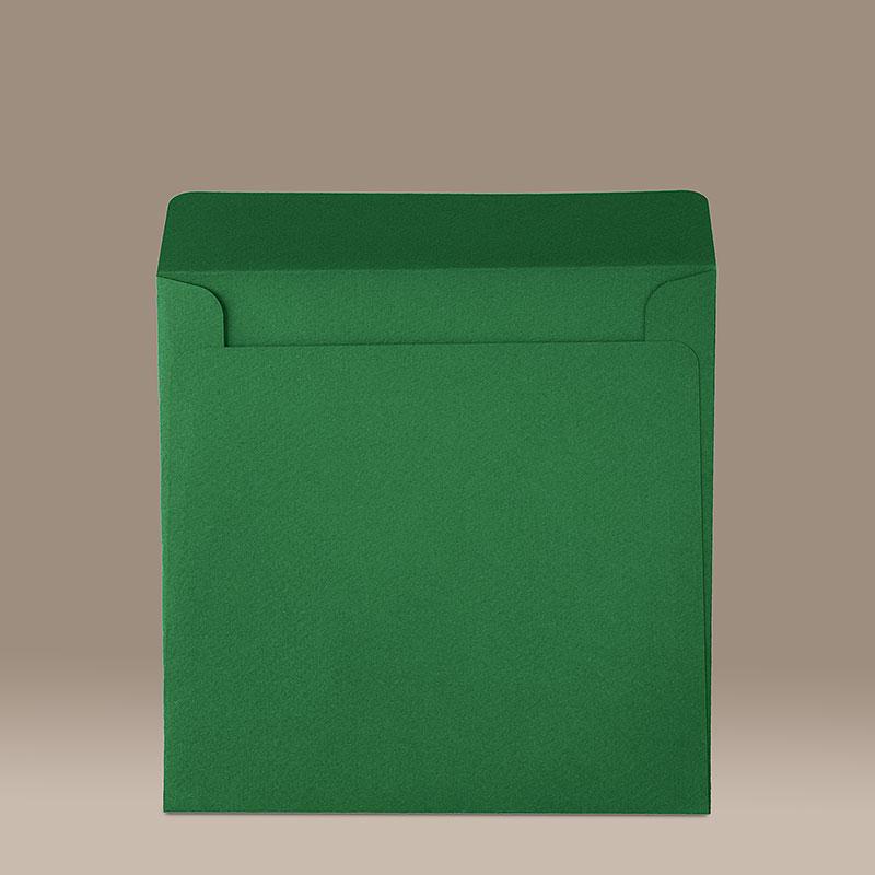 Зелен квадратен плик с прав капак. Релефна италианска хартия, 160 г.